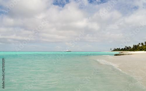 Poster Zanzibar Playa de arena blanca en Islas Maldivas, Océano ïndico