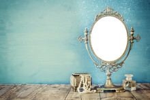 Old Vintage Oval Mirror And Wo...