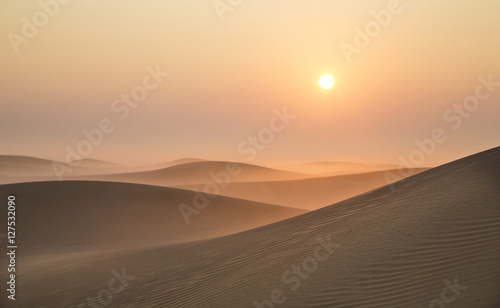 Poster de jardin Desert de sable Sunrise in a desert near Dubai