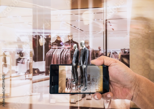 Fotografía  Augmented reality application for retail business concept