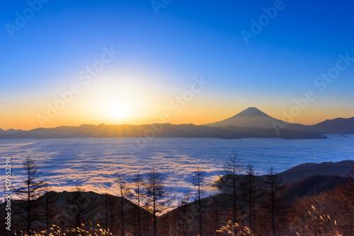 Fotografie, Obraz  雲海に浮かぶ富士山と日の出