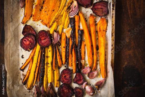 Valokuva  Roasted vegetables on a baking pan