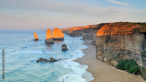 Poster Oceanië Australia Landscape : Great Ocean Road - Twelve Apostles at dawn