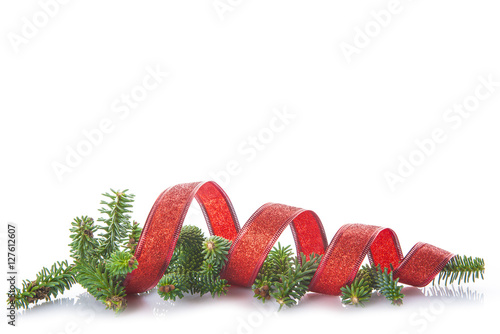 Fényképezés  Tarjeta para la celebración de la Navidad con adornos de lazo y abeto aislados e