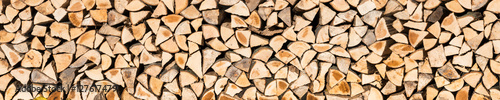 Photo sur Aluminium Texture de bois de chauffage Holzscheite als Textur und Panorama Hintergrund