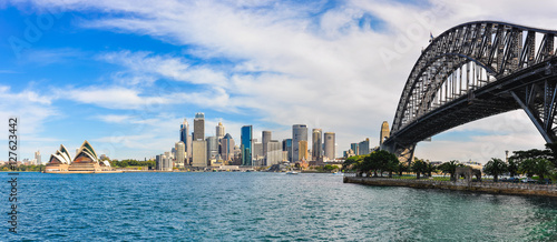 Fotobehang Sydney Harbour Bridge, Opera and CBD from Kirribilli in Sydney, Austral