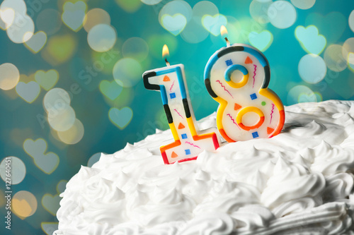 Photographie  Lighted candles on birthday cake, closeup