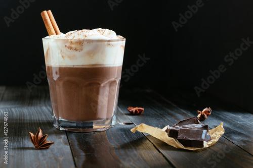 Foto auf Leinwand Schokolade hot chocolate with whipped cream on the black table