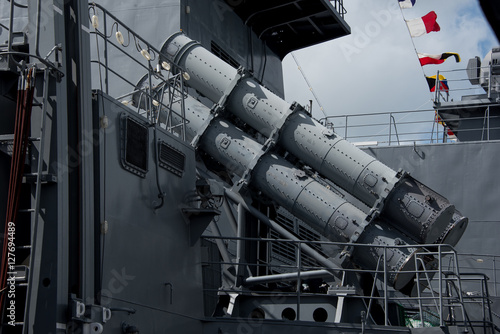 Photo Military equipment, missiles launcher on the modern warship