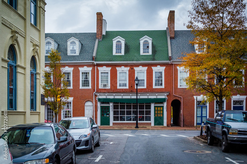 Fotografie, Obraz  Autumn color and brick buildings in Easton, Maryland.