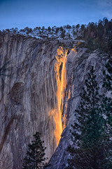 Obraz Sunset makes Horsetail Falls in Yosemite look like a lava flow February 2016