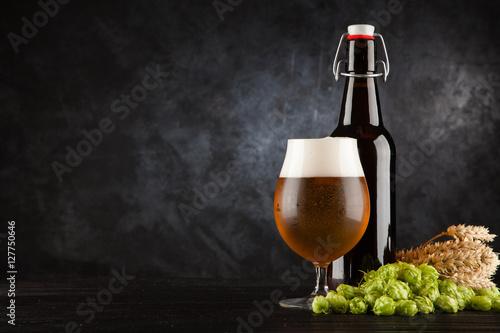 Foto  Beer glass on dark background