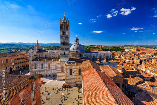 Fotomural View of Siena Cathedral (Duomo di Siena) and Piazza del Duomo in Siena, Italy