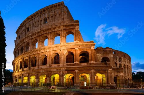 Plakat Wgląd nocy Koloseum w Rzymie we Włoszech