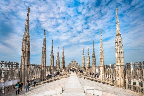 Fototapeta premium Tarasy dachowe katedry w Mediolanie, Lombardia, Włochy