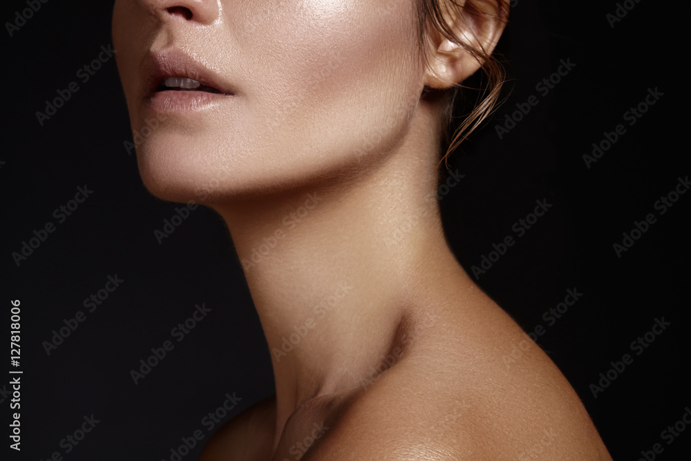Fototapety, obrazy: Beautiful young woman with perfect clean shiny skin, natural fashion makeup. Glamour portrait of model with tanned skin. Close-up woman, fresh spa look