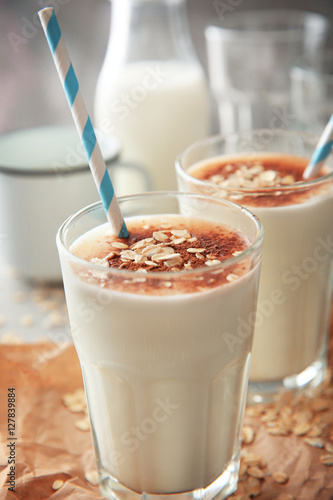 Foto op Aluminium Milkshake Delicious milkshake with chocolate in a glass on table, closeup