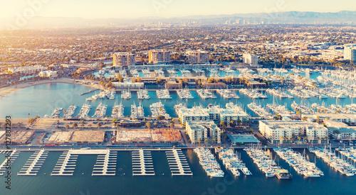 Widok z lotu ptaka przystani Marina del Rey w LA