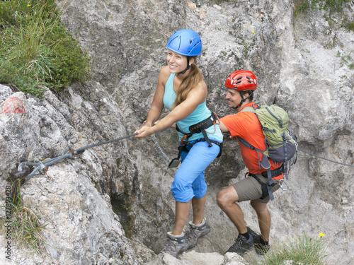 Poster de jardin Alpinisme Junges Paar im Klettersteig am Wilden Kaiser