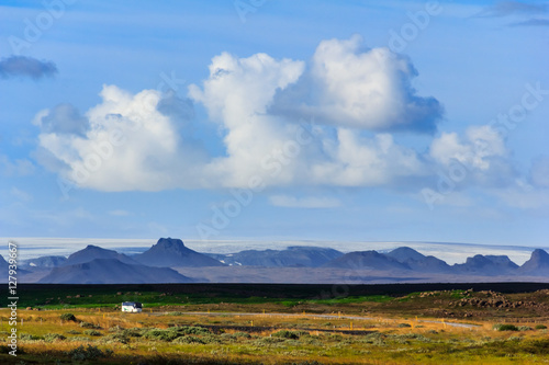 Fotografija  Landscape with highway and icelandic mountain range