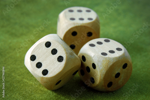 Платно  closeup of the dices on green table