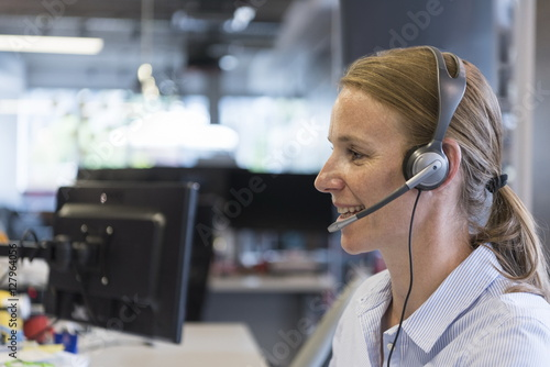 Fotografía female support phone operator