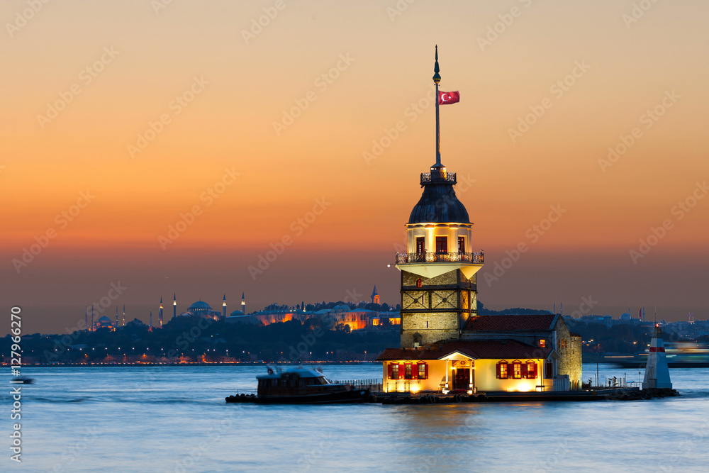 Poster  Maiden's Tower in istanbul, Turkey.