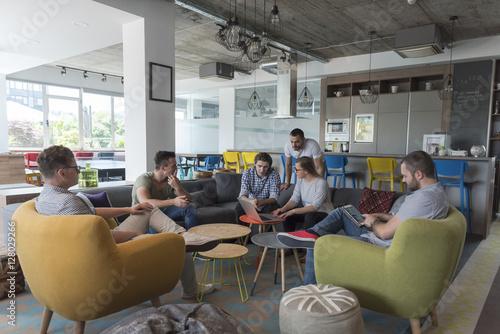 Obraz team meeting and brainstorming - fototapety do salonu