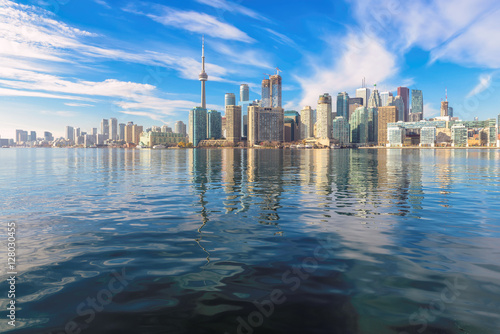 Cadres-photo bureau Toronto The beautiful Toronto's skyline over Lake Ontario at sunny day