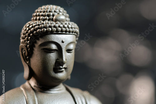 Fotografia  The face of the Buddha-style Zen on natural background