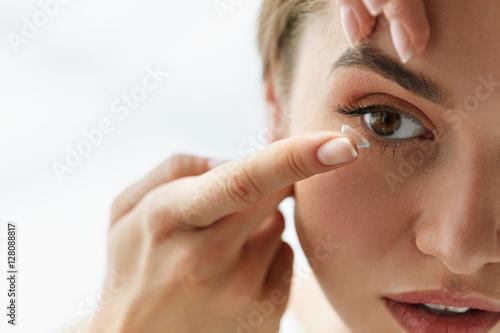 Fotomural  Vision Contact Lenses. Closeup With Beautiful Woman Face