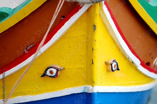 Foto  Ręcznie malowany dziób łodzi na Malcie
