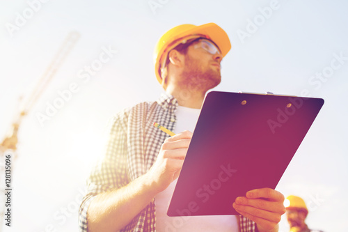 Fotomural  builder in hardhat with clipboard outdoors