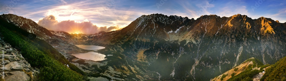 Fototapety, obrazy: Panoramic  view of the five lakes valley in tatra mountain