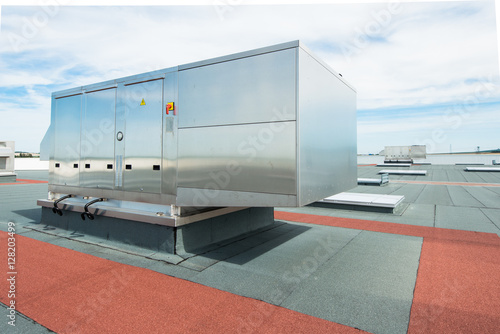 Staande foto Industrial geb. air conditioning ventilation outdoor unit on the roof top of industrial building plant