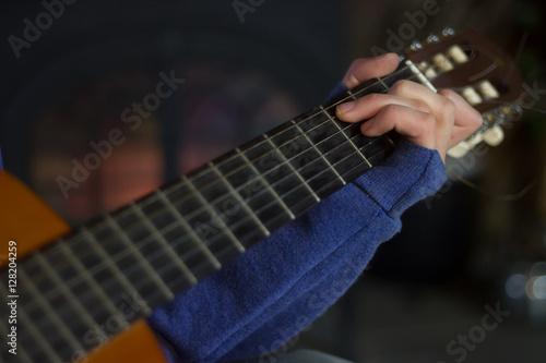 Fényképezés  Boy Playing Guitar C Chord