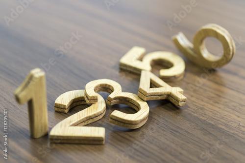 Fotografía  Números de madera