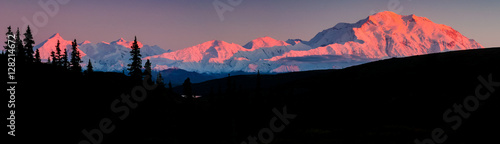 Photo  Sunset Alpenglow on Mt Denali