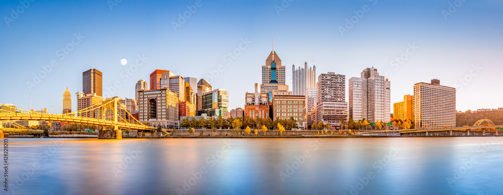 Fototapety, obrazy: Long exposure of Pittsburgh downtown skyline and Roberto Clemente bridge, on a sunny afternoon, as viewed from North Shore Riverfront Park, across Allegheny River.