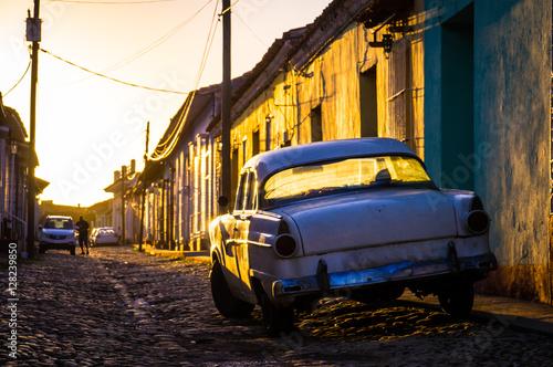 Trinidad, Cuba: Street with oldtimer at sunset Slika na platnu