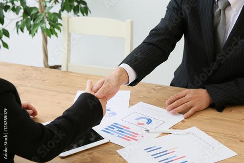 Fotografia  握手するビジネスマン