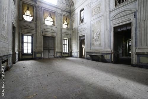 Fototapeta Urbex - ancient abandoned baroque room obraz na płótnie