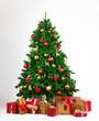 Geschmückter Weihnachtsbaum mit vielen Geschenkboxen