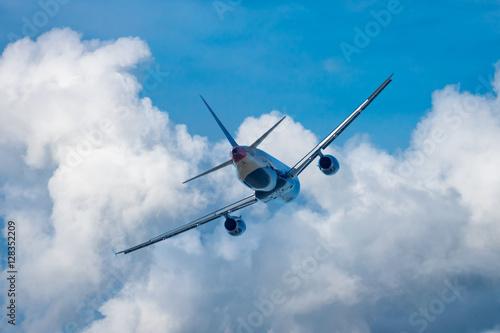 Flugzeug am Himmel Plakat