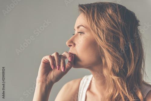 Fotomural Beautiful young woman