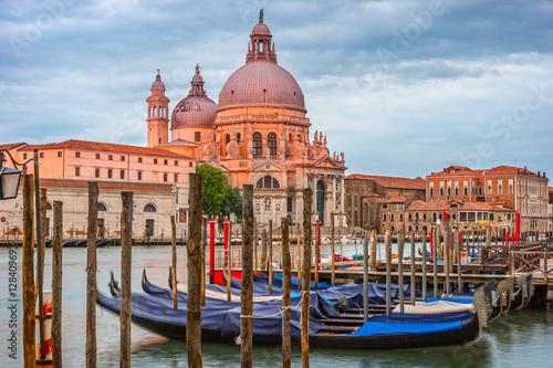 Obraz Wenecja rano, krajobraz miasta, Włochy - fototapety do salonu