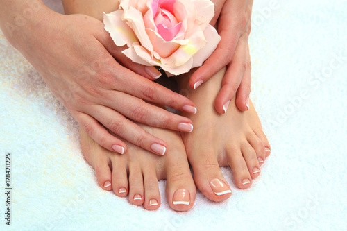 Photo sur Aluminium Pedicure Closeup photo of a beautiful female feet with pedicure