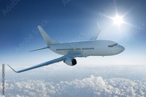 Zdjęcie XXL Samolotu latanie nad chmury z słońcem w niebieskim niebie