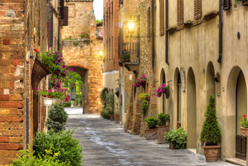 Fototapeta Flowery streets on a spring day in a old village Pienza.