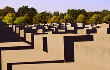 Memorial To The Murdered Jews ...